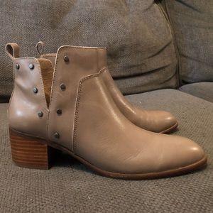Women's size 7.5 Franco Sarto booties
